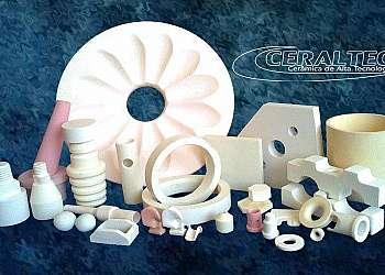 Indústria de peças de cerâmica