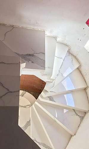 Revestimento de escadas em porcelanato